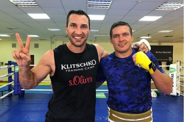 Александр Усик и Владимир Кличко провели совместный спарринг