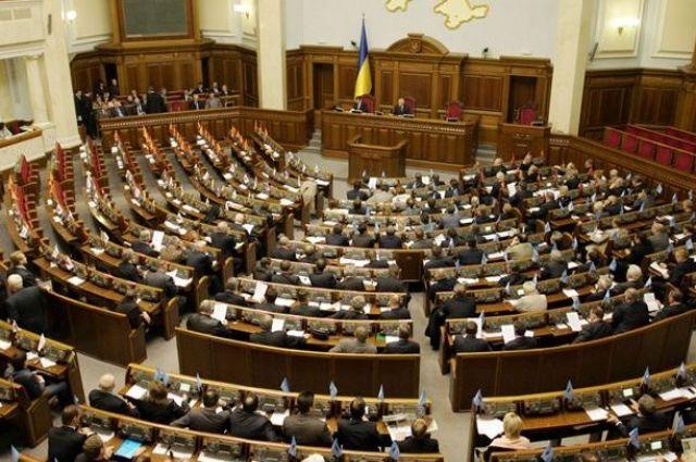 Луценко просит Раду лишить неприкосновенности троих депутатов