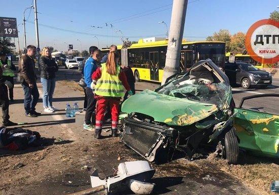 В Киеве на проспекте Генерала Ватутина страшное ДТП: двое человек погибли, трое в реанимации
