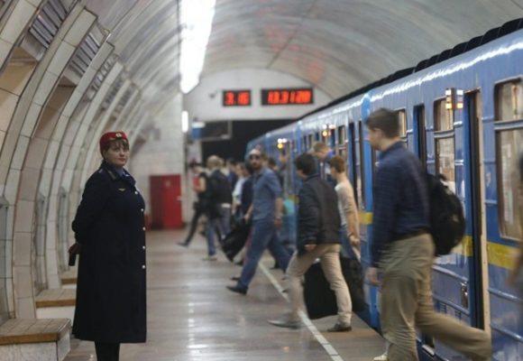 На синей ветке метро сломался поезд