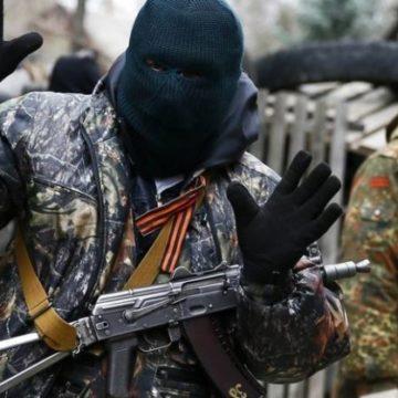 Мировая война и батальон в противогазах: чем боевики пугают людей на Донбассе