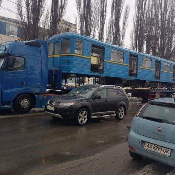 В Киеве начали строить хостел из старых вагонов метро