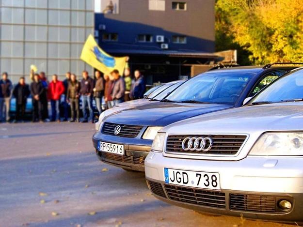 Успешь сделать евробляху законной: в Киеве продлили работу пунктов таможни