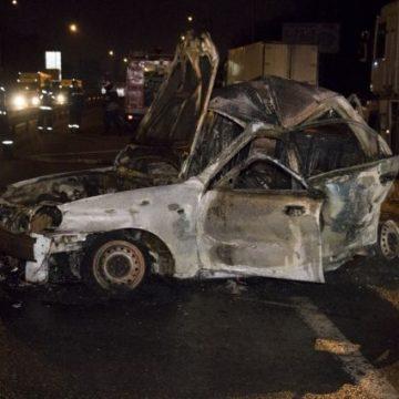 В Киеве такси попало в жуткое ДТП: водителя спасли, пассажир сгорел заживо