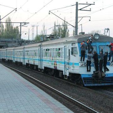 На станциях городской электрички установили турникеты для бесконтактной оплаты