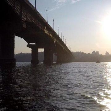 Будут пробки: в Киеве на две недели ограничат движение по мосту Патона