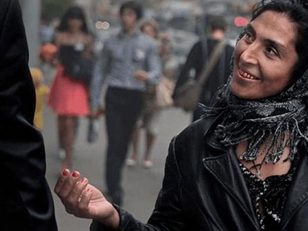Нагадала: в центре Киева задержали цыганку, гипнотизирующую прохожих