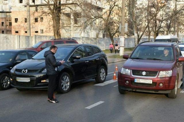 В Николаеве на пешеходном переходе беременную женщину сбил автомобиль