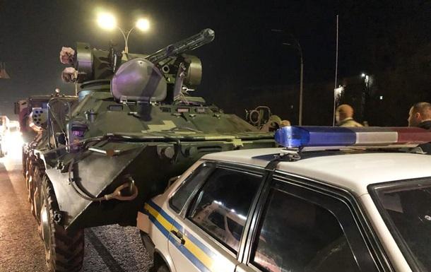 В Киеве БТР влетел в машину военной инспекции