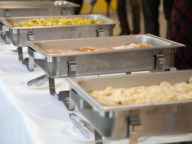 Скушай, детка, котлетку:в киевских школах запустили обеды по принципу «шведского стола»