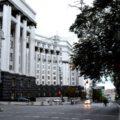Фотофакт: в центре Киева цветной брусчаткой укладывают пешеходный переход
