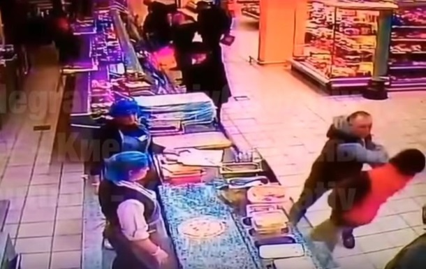 В супермаркете Киева покупателя убили одним ударом – соцсети