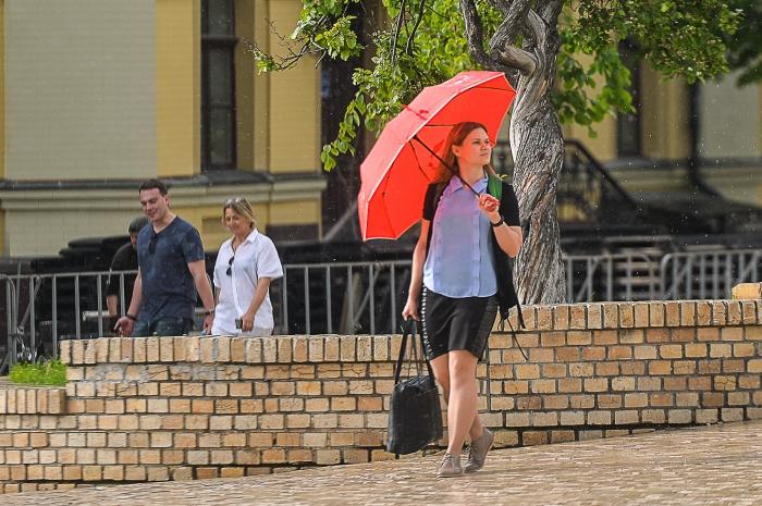 Жара с грозами: синоптики рассказали о погоде в последние выходные весны