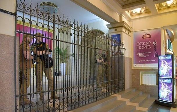 В столичной полиции отрицают захват кинотеатра Киев