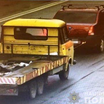 В Киеве мужчина угнал эвакуатор